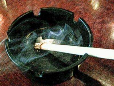 20代 男性 若白髪 喫煙