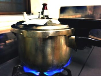 黒にんにく 作り方 圧力鍋