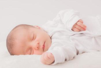 春 赤ちゃん 服装 寝る時