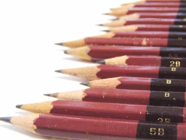 鉛筆 濃さ 黒鉛 粘土 比率