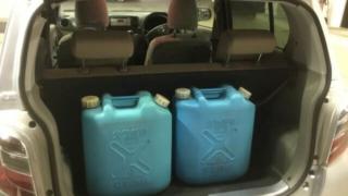 灯油 こぼした 車内 臭い消し
