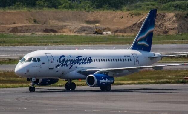 ロシア旅客機 モスクワ 空港 緊急着陸