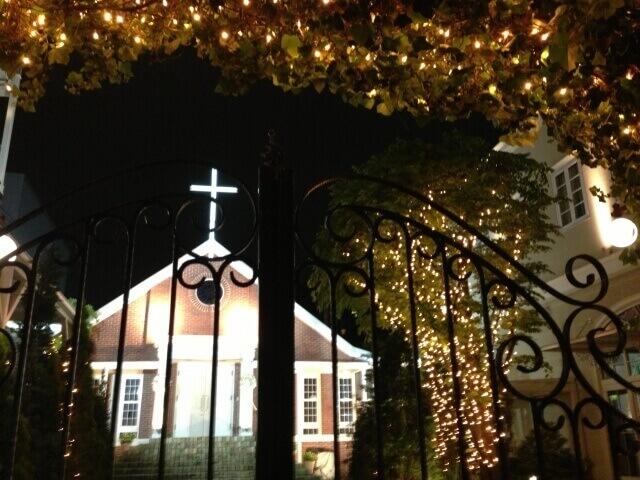 クリスマスリース 玄関 意味 新年の幸福を願う