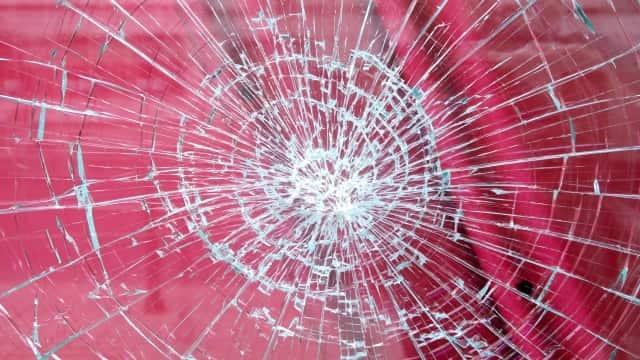 台風 マンション ベランダ 物干し竿 窓ガラス