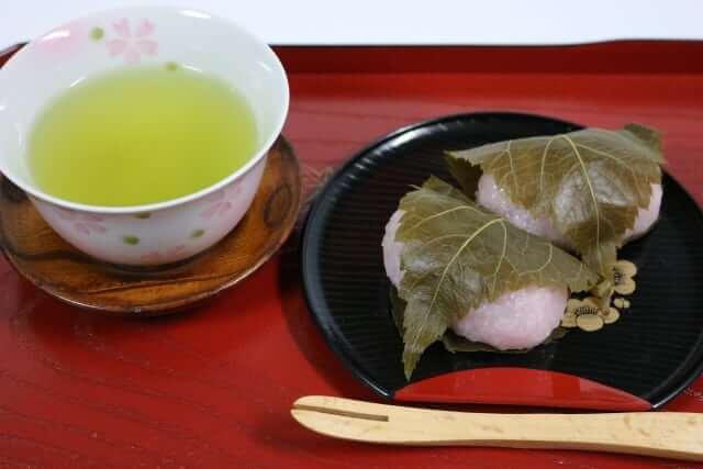 桜餅 葉っぱ 食べる 食べない 状況